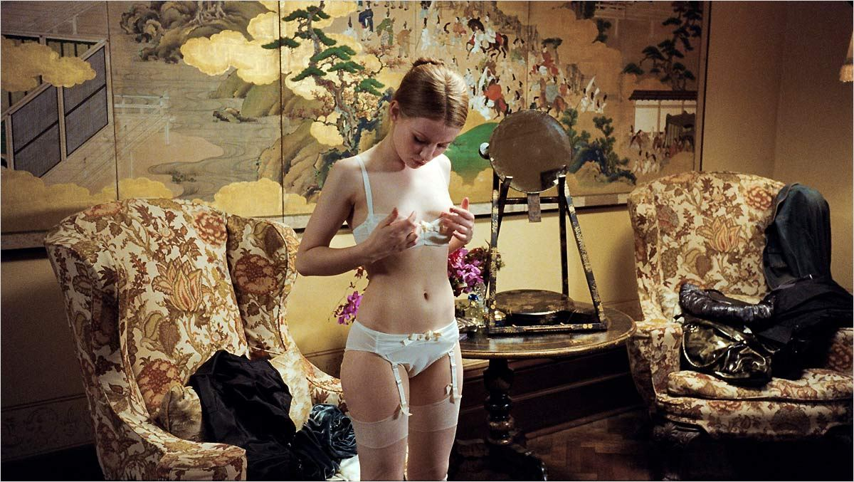 http://images.allocine.fr/b_1_d6d6d6/medias/nmedia/18/83/94/11/19814956.jpg