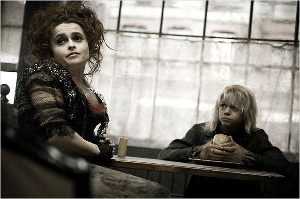 Sweeney Todd, le diabolique barbier de Fleet Street : photo Ed Sanders, Helena Bonham Carter, Tim Burton
