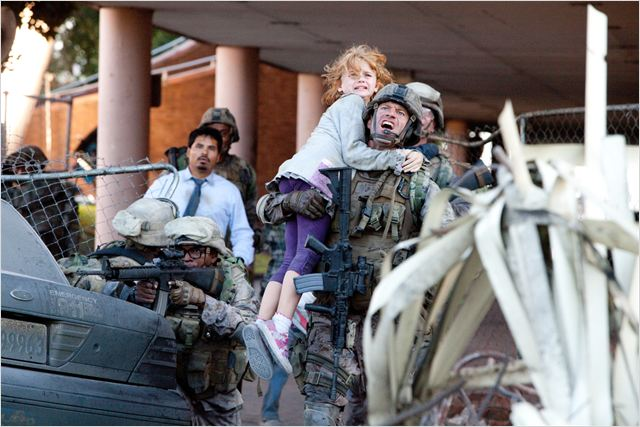 World Invasion : Battle Los Angeles : photo Aaron Eckhart, Jonathan Liebesman
