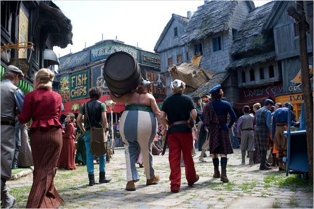 Astérix et Obélix : au service de Sa Majesté : photo Edouard Baer, Gérard Depardieu, Guillaume Gallienne, Vincent Lacoste