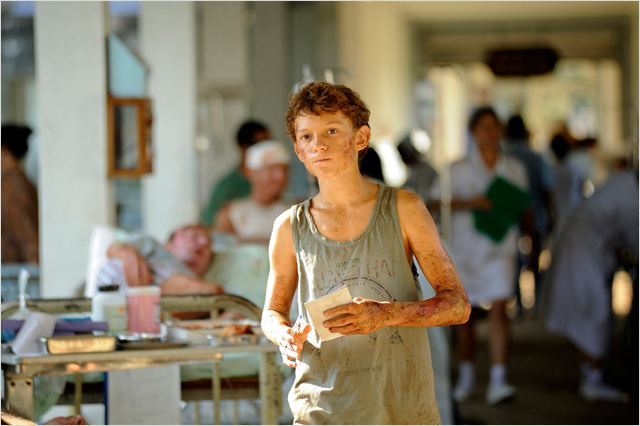 The Impossible : photo Tom Holland (II)