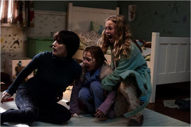 Mama : photo Isabelle Nelisse, Jessica Chastain, Megan Charpentier