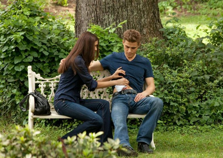 The Vampire Diaries - Page 4 19493399