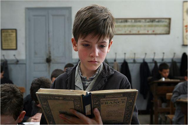 Jacques Cormery enfant (interprété par Nino Jouglet)